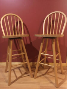 2 BAR STOOLS IN SOLID PINE