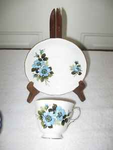BEAUTIFUL OLD VINTAGE CHINA TEA-CUP & SAUCER