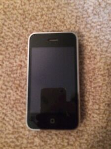 iPhone 3 black 8GB with cases