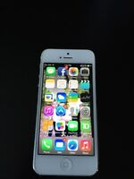 Perfect condition iPhone 5 16gb (Rogers)
