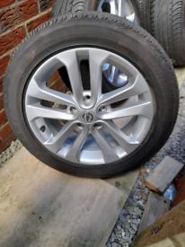 Nissan Juke Silver Sport Alloy Wheel 17 Bridgestone Tyre