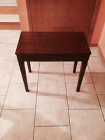 Piano seat wooden perfect condition/banc piano parfaite conditio