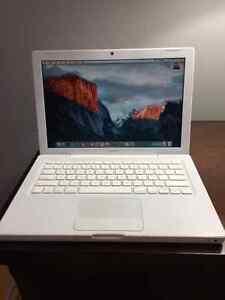 """13"""" Widescreen Apple MacBook - Excellent Condition"""