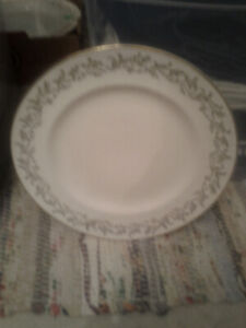 I have two pretty 22 kart gold plates. Asking $5.00 a plate.