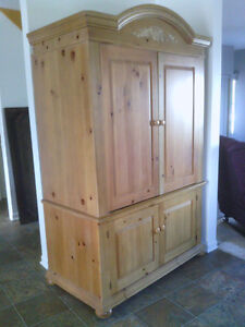 Armoire en pin Broyhill - 500$ West Island Greater Montréal image 1