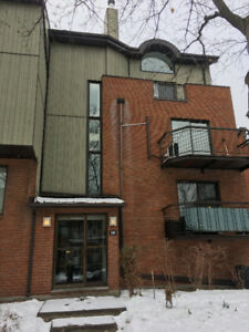 Top floor condo unit with downtown Montreal view