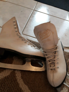 LADIES  size 3 FIGURE SKATES GIRLS