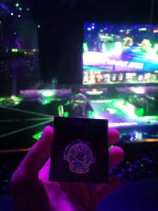 Dota2 ti8 Genuine attendee pin/badge with code to activate