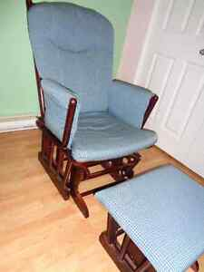 Rocking chair with ottoman Gatineau Ottawa / Gatineau Area image 3