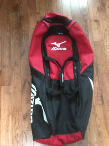 Bat/equipment bag, wheeled with extendable handle, red.