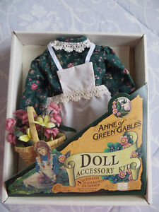 "Robe pour poupée/Dress for ""Anne of Green Gables"" doll"