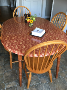 Oak kitchen table and 4 chairs