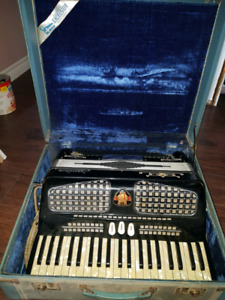 Accordian in musical insterments
