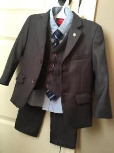 LIKE NEW! 4T BOYS COMPLETE SUIT