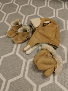 Gap shearing hat, glove, bootie set 3+ months