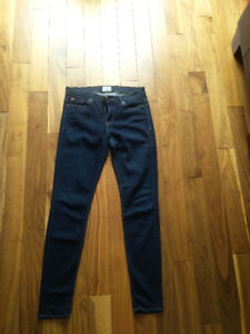 Hudson jeans size 25. Perfect condition barely worn.