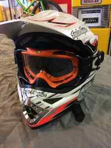 Troy Lee Dirt Bike Helmet Peterborough Peterborough Area image 2