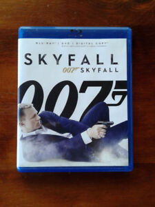Lot Blu-Ray/DVD Skyfall, DVDs Die Another Day, boîte collectible
