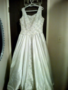 Beautiful Used Wedding Gown - Size 20