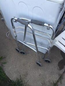 Foldable walker in good condition  Windsor Region Ontario image 2