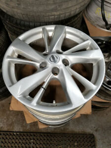 "17"" OEM 2015 Nissan Altima alloys / TPMS //  215 55 17 in stock"