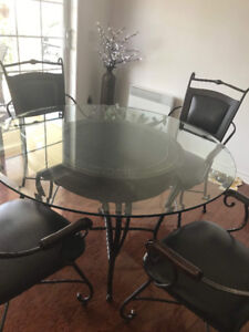 Dining room table with 6 chairs and matching console