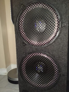 BIG LEGACY SPEAKERS WITH 900 WATTS, 2 SUB WOOFERS
