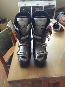 Well used Rossignol Ski boots