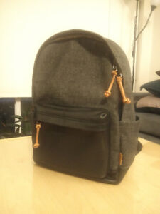 Beautiful canvas leather trim backpack (Fossil Defender)
