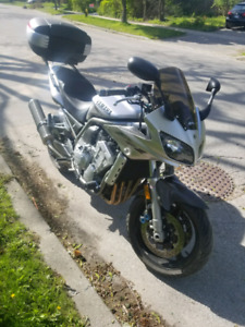 2002 fz1 low kms, great condition! Custom suspension!