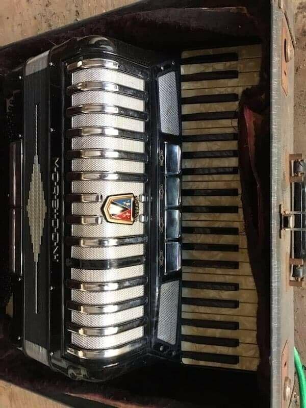 vintage black Morbidoni Mussi 41 120  accordion w/ case. Ivory keys.. 1/2 c