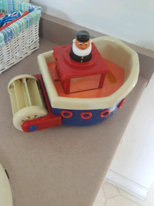Captain and boat bath toy