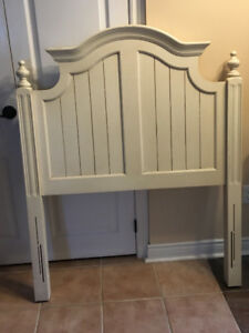 LIKE NEW!GORGOUS TWIN HEAD BOARD OFF WHITE!