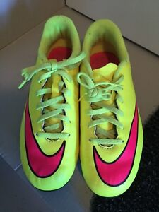 NIKE Hypervenom cleats - youth SZ 4