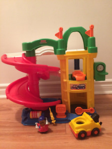 Garage Little People Fisher Price en excellent état