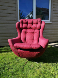 Egg chair statement style 70s arm chair