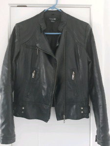 Women's faux leather jacket. Size medium.