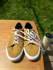 Mustard coloured sneakers H&M Divided brand Size 11