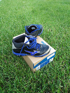 Youth Baseball Cleats Size 4 Sarnia Sarnia Area image 1