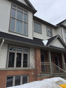 Stunning 2 bed stacked town in Chapel Hill South!