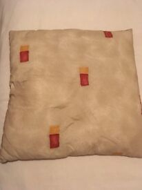 Set of 4 very large cushions.
