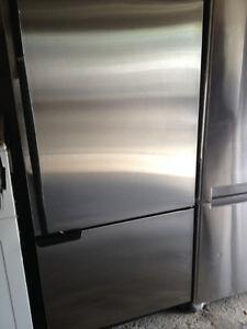 Réfrigérateur inox profondeur comptoire de marque AMANA