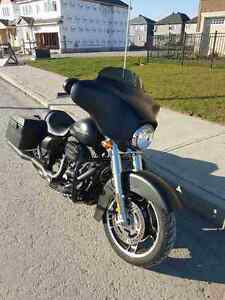 HARLEY DAVIDSON STREET GLIDE WITH OPTIONS. LIKE NEW MUST SEE
