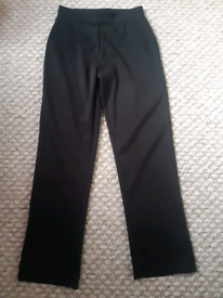 Black trousers age 9-10