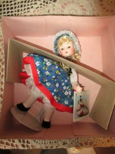 VINTAGE MADAM ALEXANDER GRETEL 8 DOLL IN BOX FULL CLOTHES 454 - $10.00