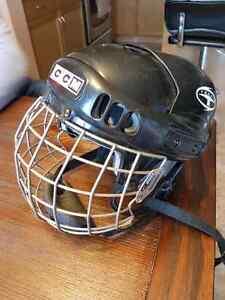 Youth hockey helmet  Regina Regina Area image 1