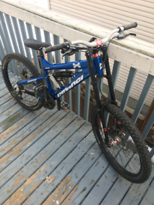 2009 - Devinci Johnson Full Downhill MTN Bike READ FULLY