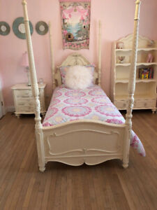 Beautiful Antique White Four Poster Twin Bedroom Set