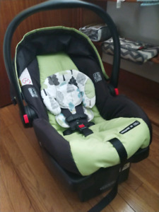 GRACO SNUGRIDE 30 CAR SEAT WITH BASE (NEW)