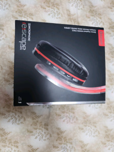 New Bluetooth stereo headphones with mic and FM Radio